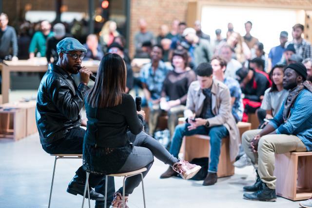 """O lendário produtor de hip-hop RZA lidera uma sessão de """"Arte de Beatmaking"""" na Apple Williamsburg, no Brooklyn."""