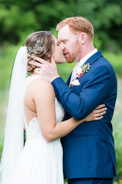 Ceremony_kiss_8683.jpg