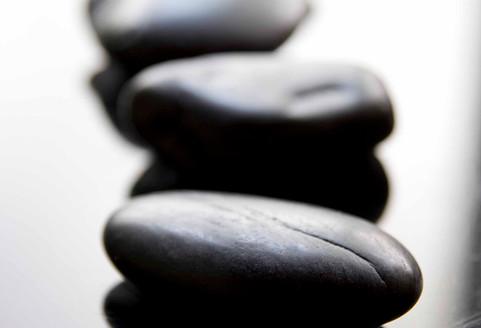 Trattamento pietre calde e olii essenziali Aveda