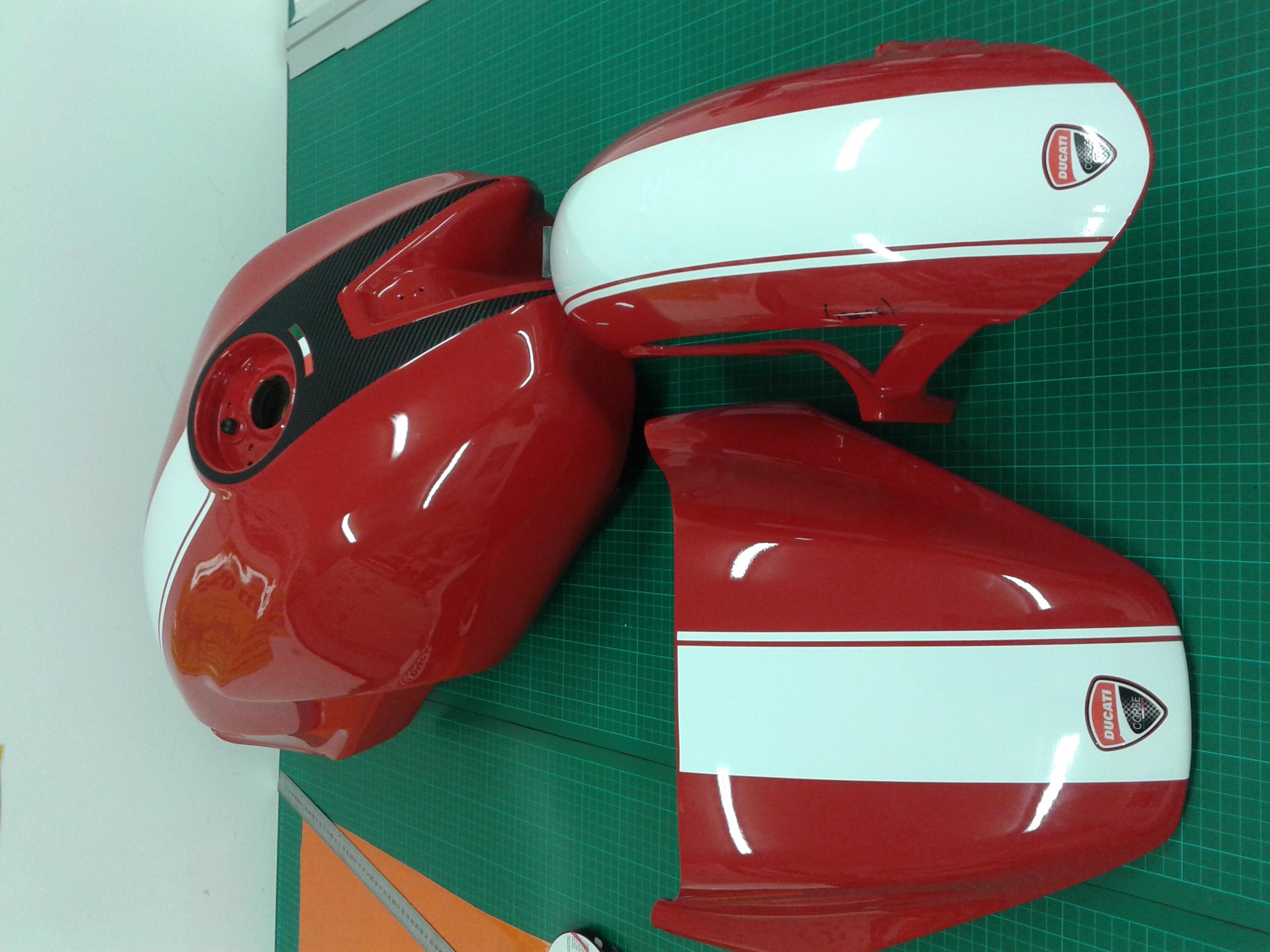 déco réservoir Ducati