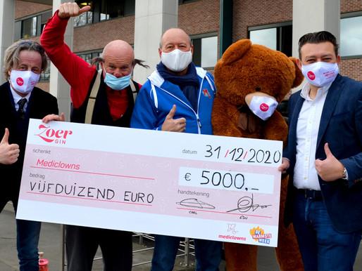 Carl Nijssens treedt uit de schaduw: ZOER Gin schenkt 5.000 euro aan Mediclowns