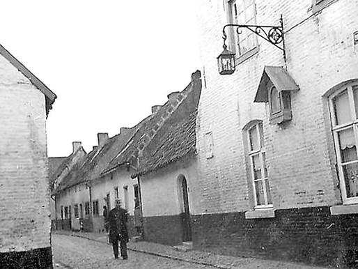 Straatverlichting op het Begijnhof: van nu tot toen, van led tot gasverlichting.