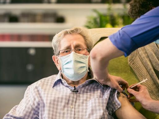 """Roger Sterckendries (83) over zijn vaccinatie: """"Het was een spuitje vol hoop"""""""