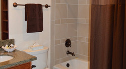 Lakeview Suite Full Bath
