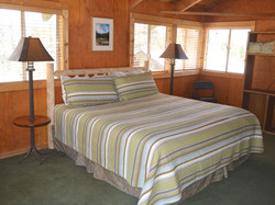 Mountain View Cabins - King bed