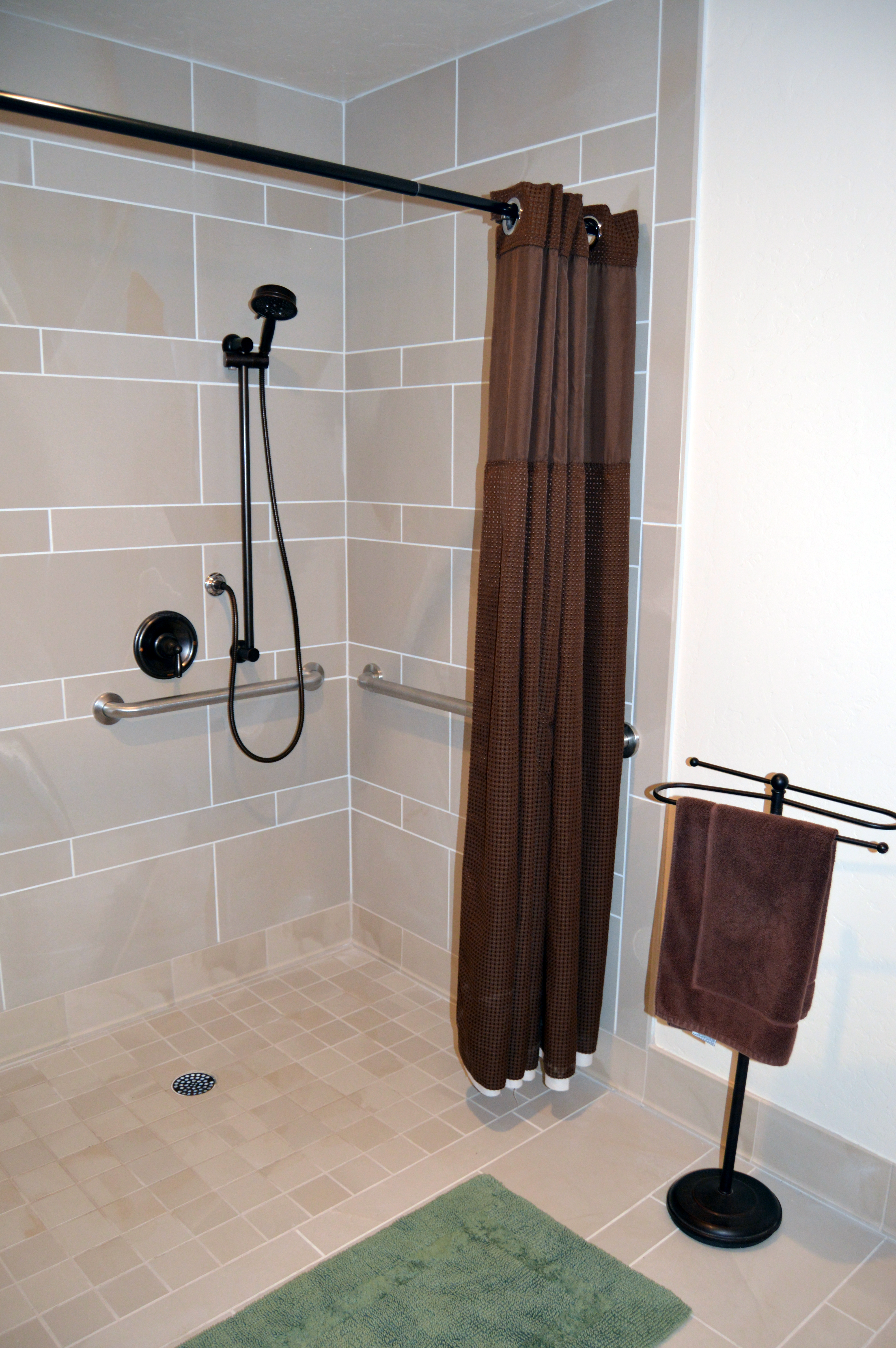 Lakeview Suite ADA Shower