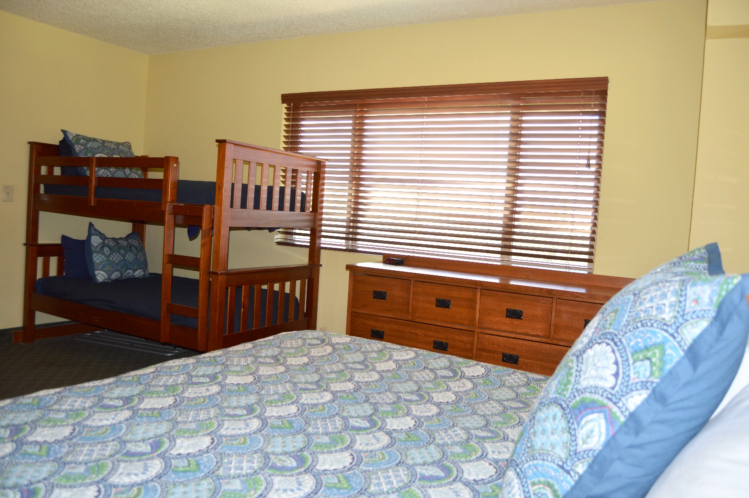 Vintage Family Lodge Room w Bunks