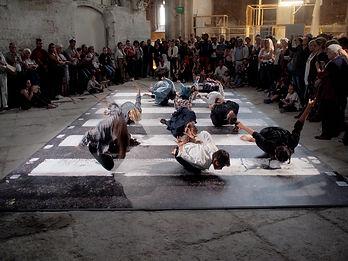 Festival d'art contemporain d'Avignon, Abbey road collé dans le choeur de léglie des Célestins