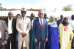 Le ministre en compagnie du prefet de Rufisque ; du maire de Rufisque Nord et de la representante de Sigtsavers.