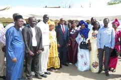 L'inspecteur de l'éducation et de la Formation monsieur Ndigou Dione avec son équipe en compagnie du ministre.