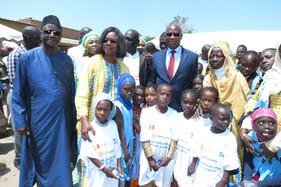 Le ministre de l'éducation avec l'équipe d'Handiscole.