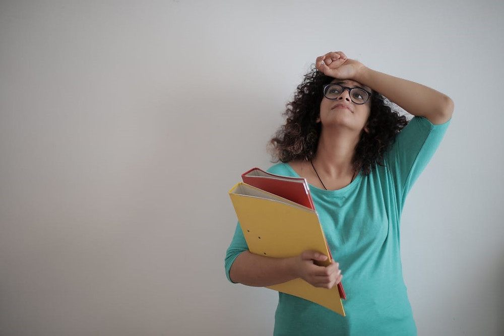 When the human mind is bombarded with information, it tends to break it down into more manageable chunks. Here is how you can prevent your mind from being overloaded and overwhelmed.