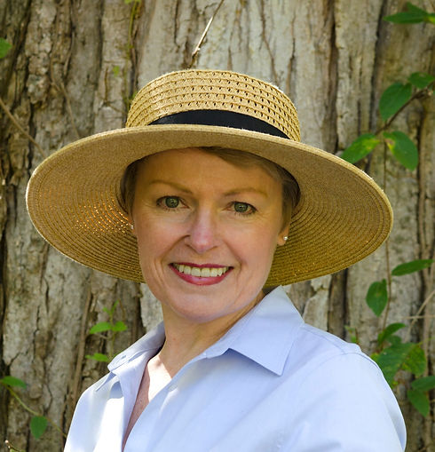 Standing by tree in hat copy_SlowF_16113