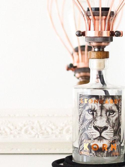 Flaschenlampe mit Metallschirm