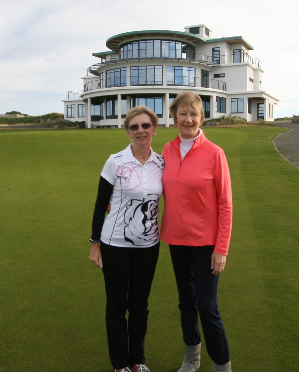 Ladies Open winners 2017 Sisters Chris York (left) and Jenny Gill