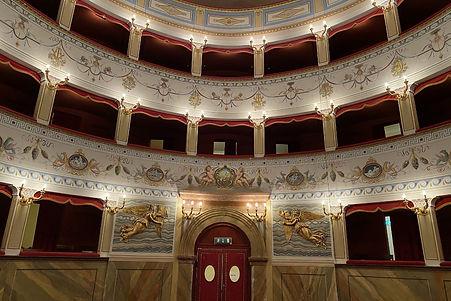Teatro in Citta della Pieve.jpg.1200x800