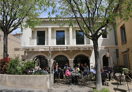 Restaurant la Mule du Pape / Bars a vins / Châteauneuf-du-Pape