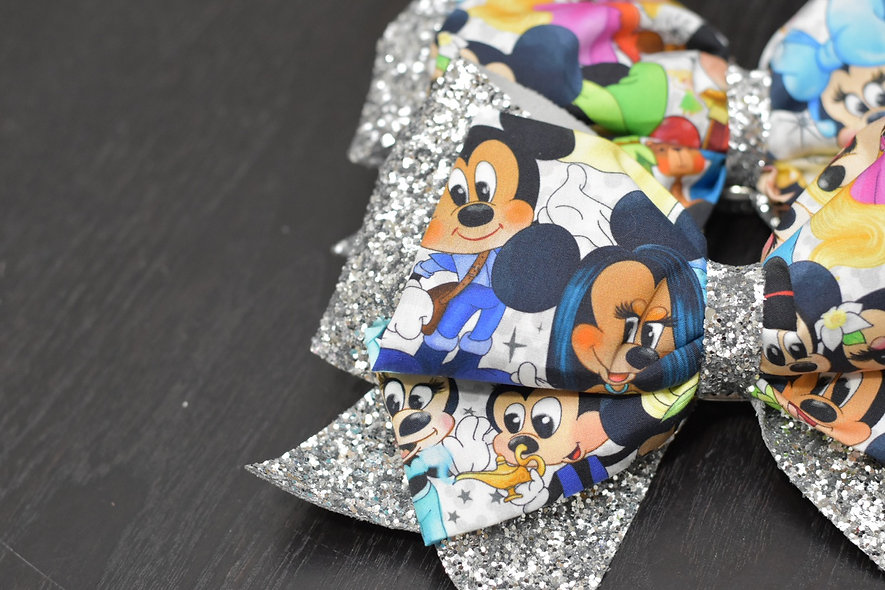Mickey and Minnie Friends   Minnie Cheer Bow - Limited Edition