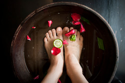 pedicure_foot_soak - flower petals-1
