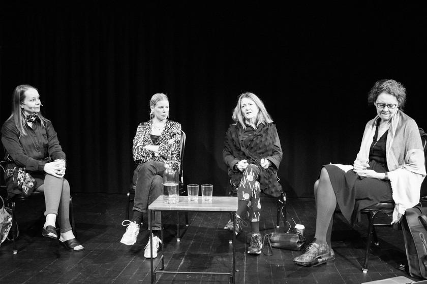 SPØKELSER & LEDESTJERNER Samtale med Cecilie Løveid, Runa Borch Skolseg og Lillian Bikset, ledet av Siren Leirvåg Foto: Vera Lunde