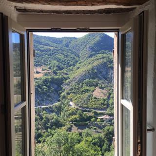 vue de la cuisine vers la vallée