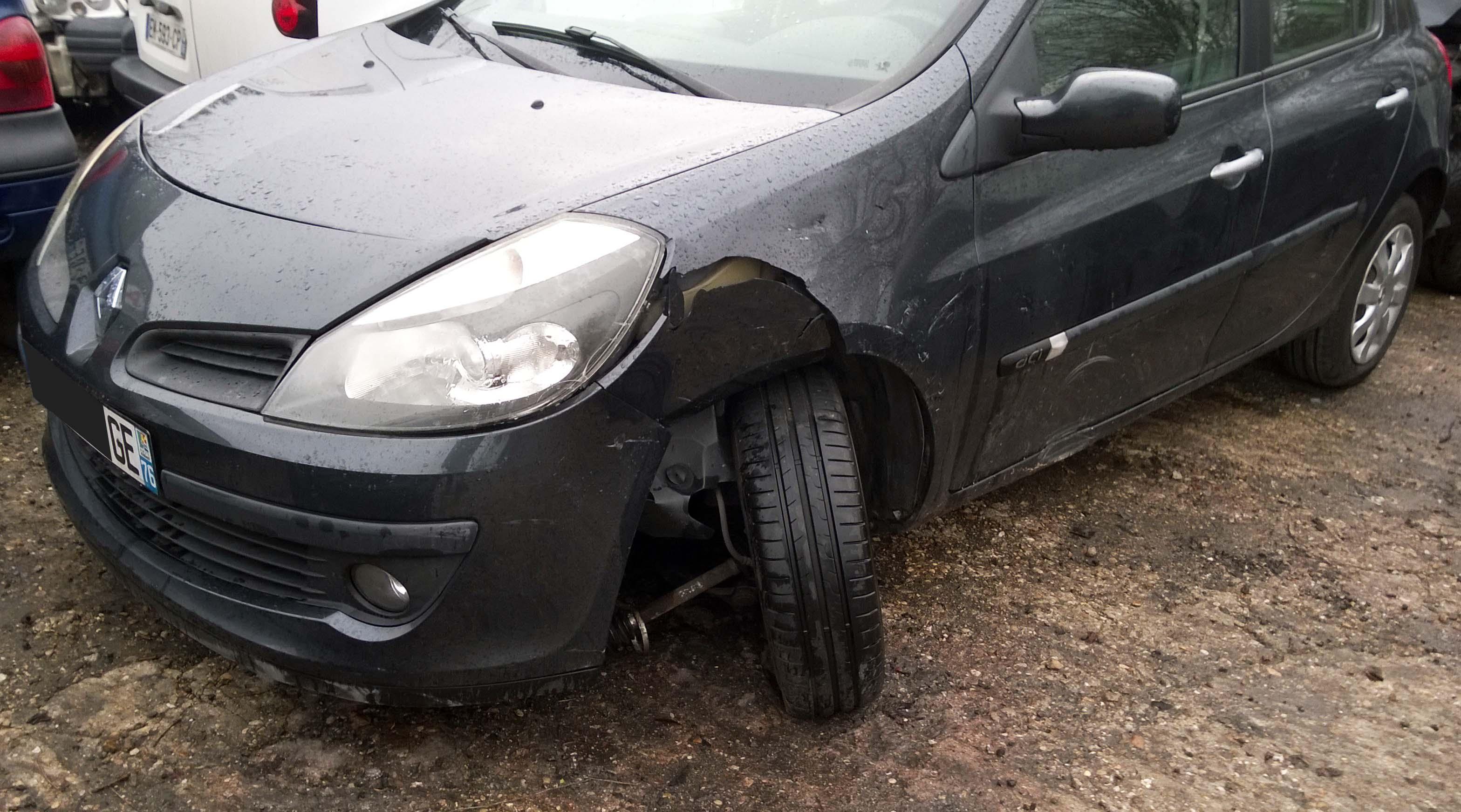 Renault clio 1.5 dci 85 accidentée