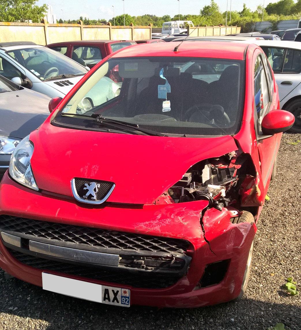 Peugeot 107 rouge accidentée RSV/VEI