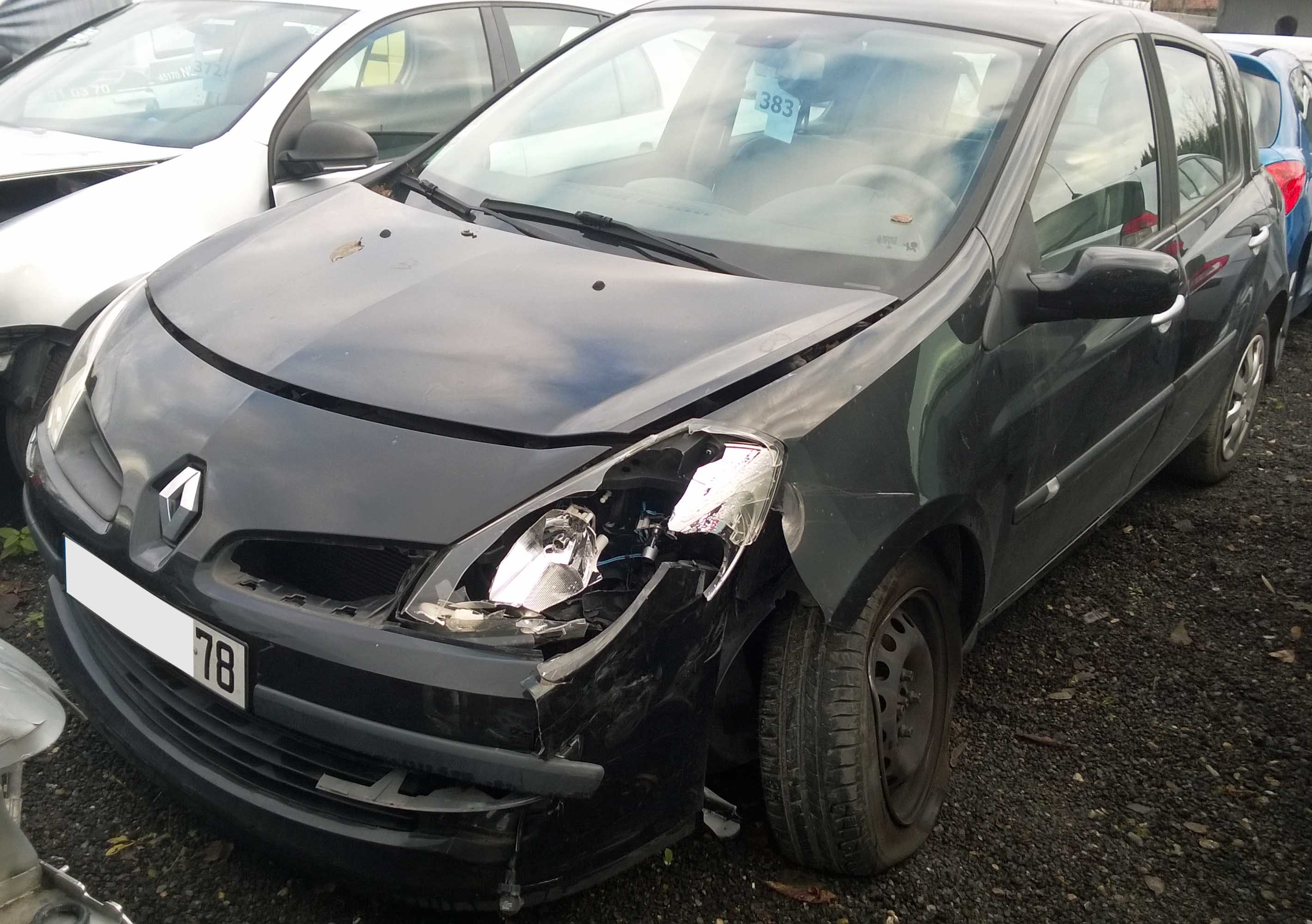 Clio 1.6 accidentée
