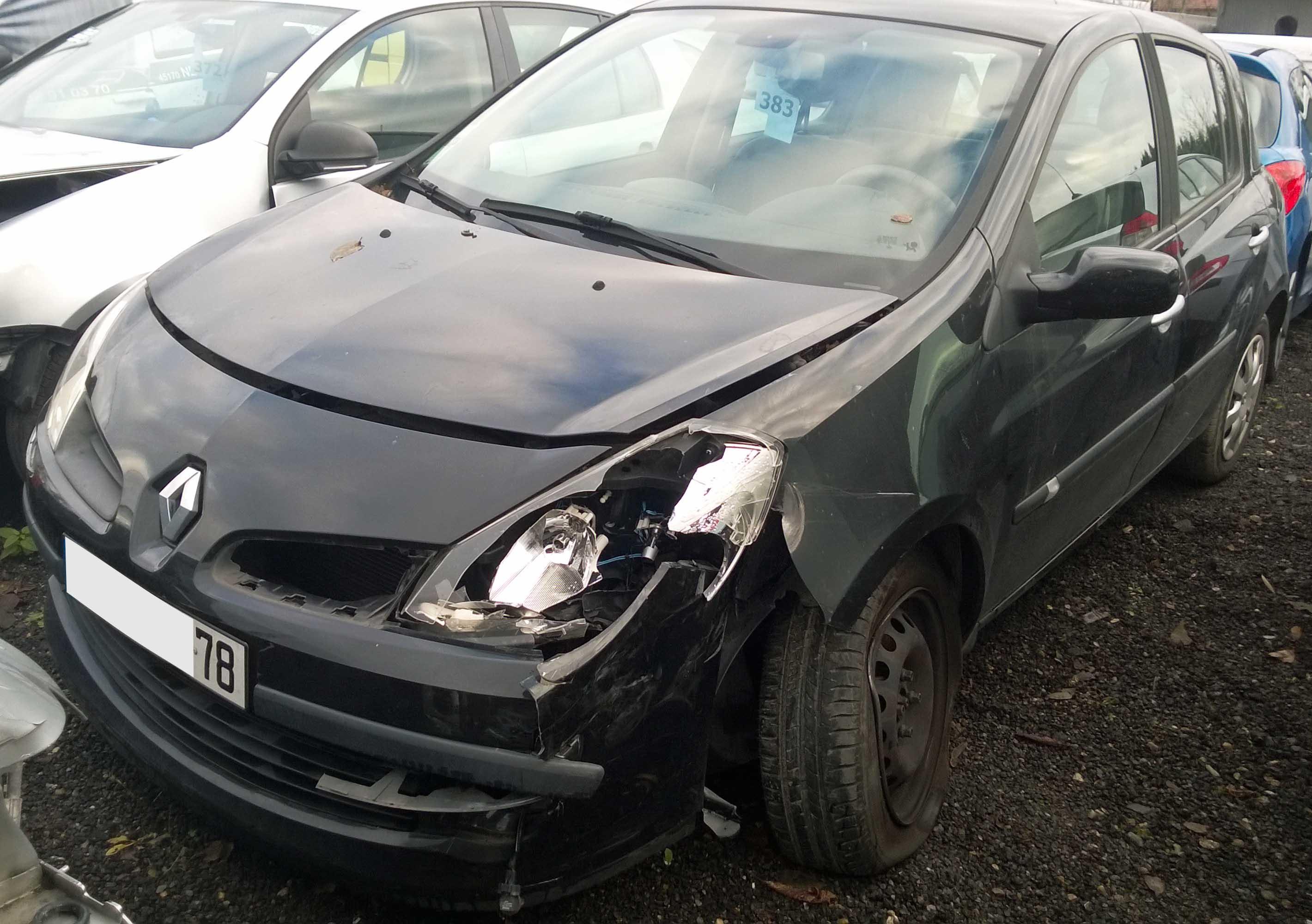 Clio 1.6 accidentée
