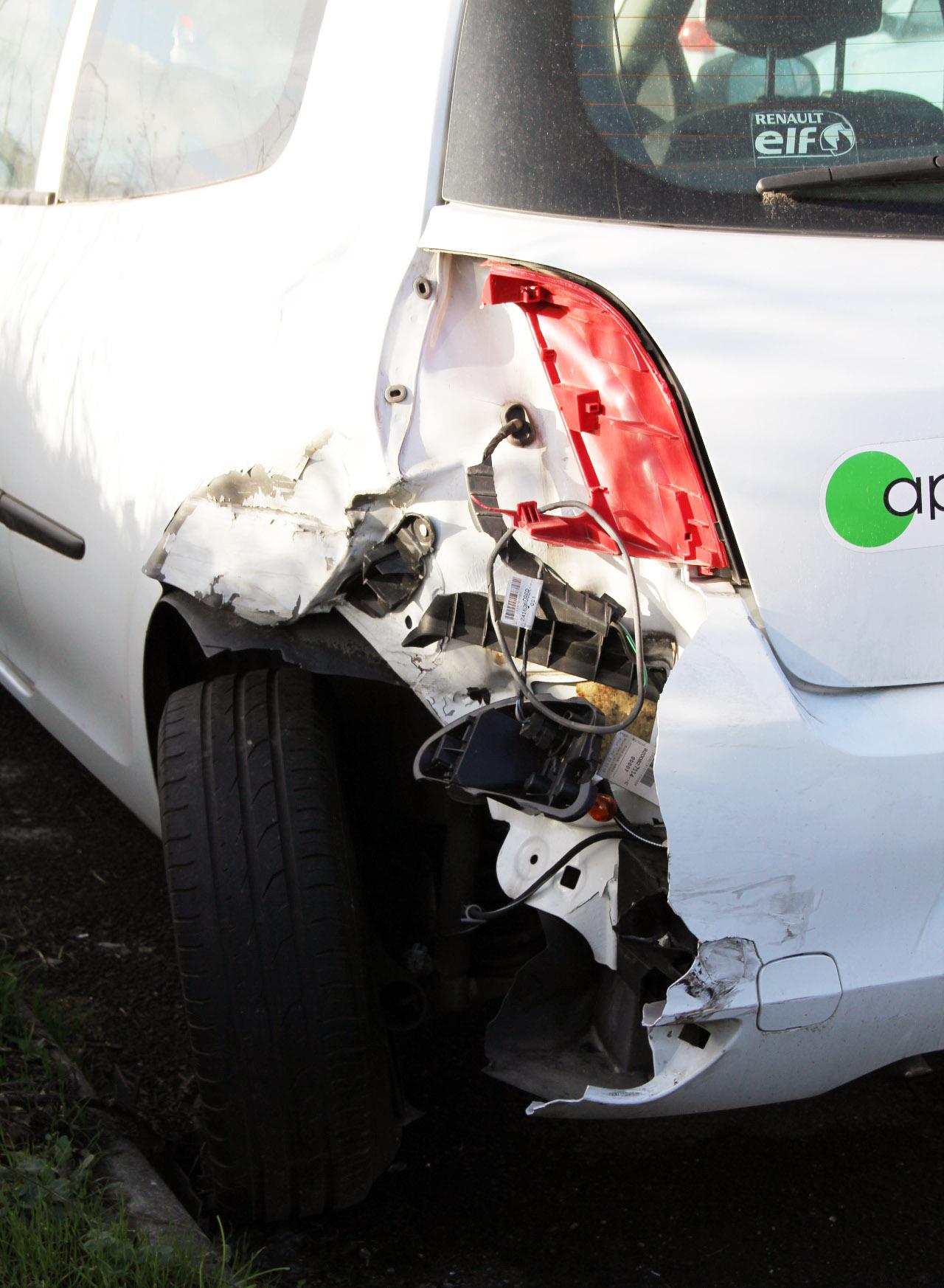 RENAULT CLIO III 1.5 DCI accidentée