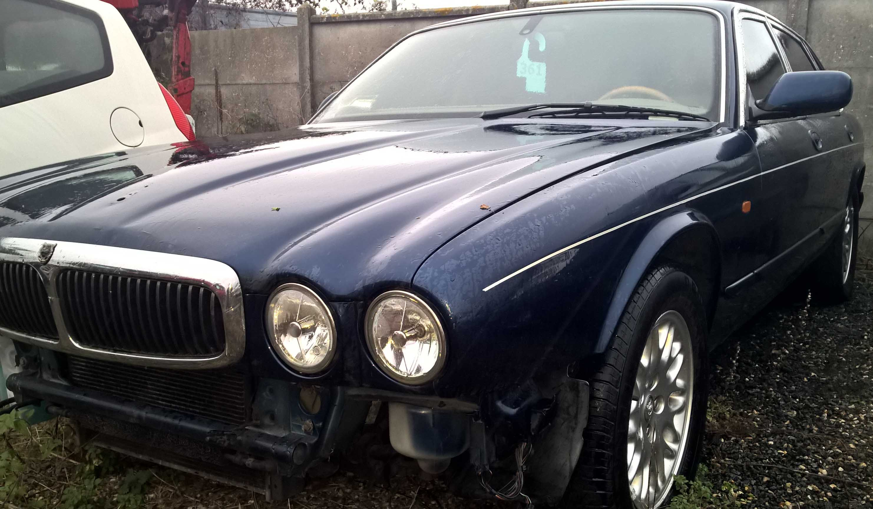 JAGUAR XJ8 3.2 accidentée