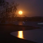 Moon rise photo-Ian Rowland.jpg