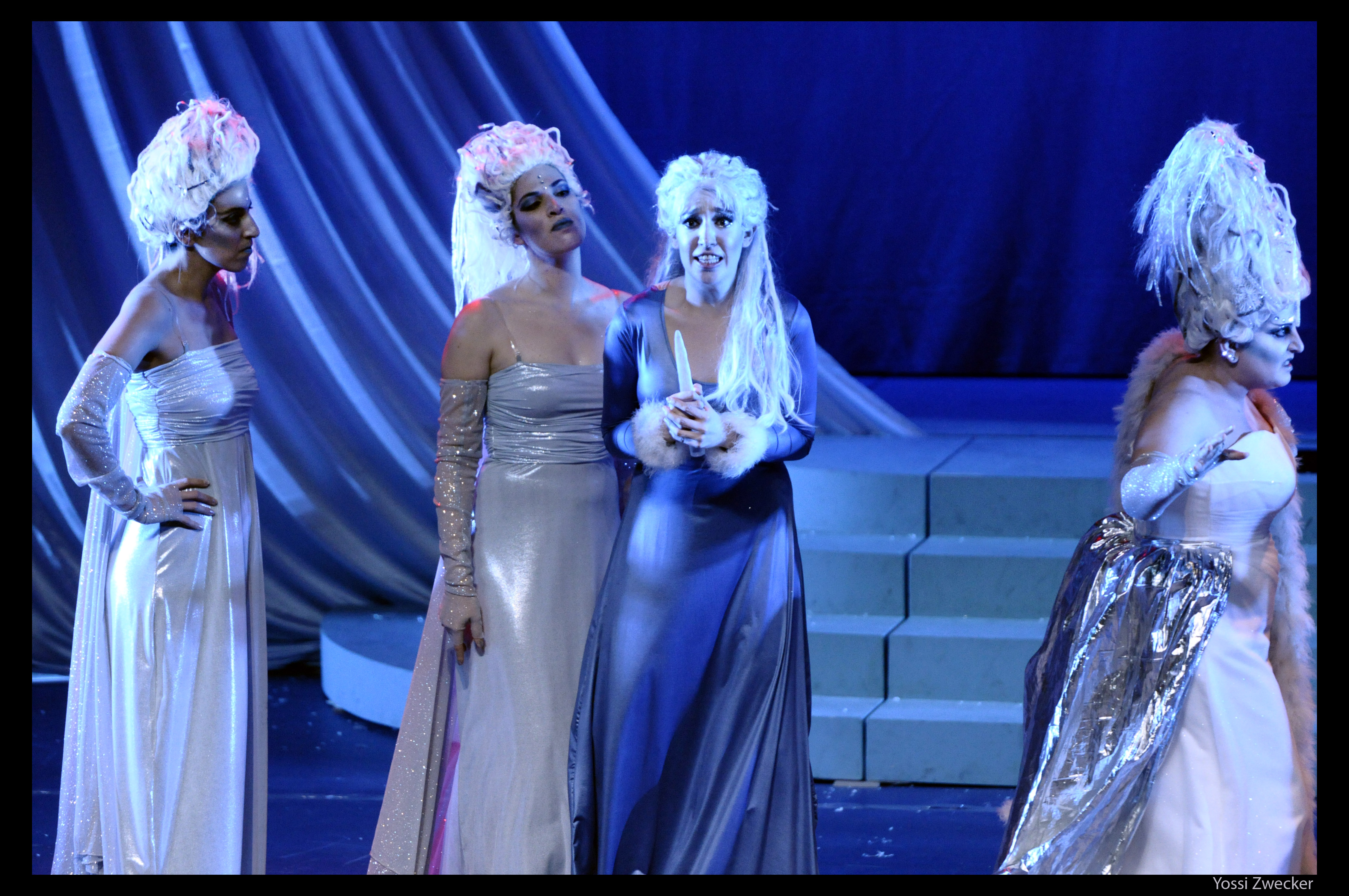 Three Ladies, Pamina, Queen