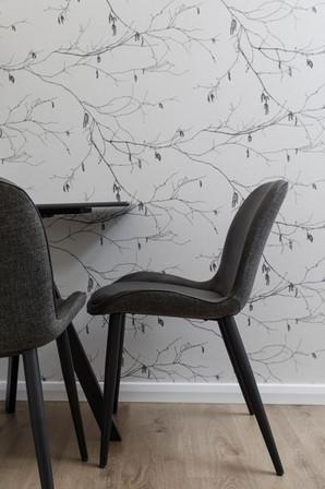 שולחן עבודה בחדר טיפול בקלינות בוטיק- זיגמונד