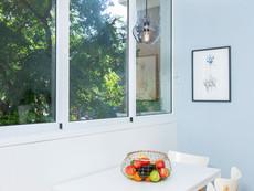 חלון גדול במטבח