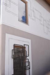 Fenstergitter Arquint mit Sgrafitto.jpg