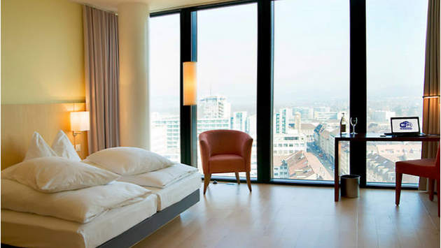 Hotel Ramada, Messeturm