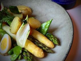 De koningin der groenten ontspruit langzaam in de Limburgse velden! Oui, oui, l'asperges!