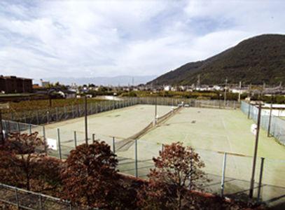 春日居びゅーほてる テニスコート.jpg