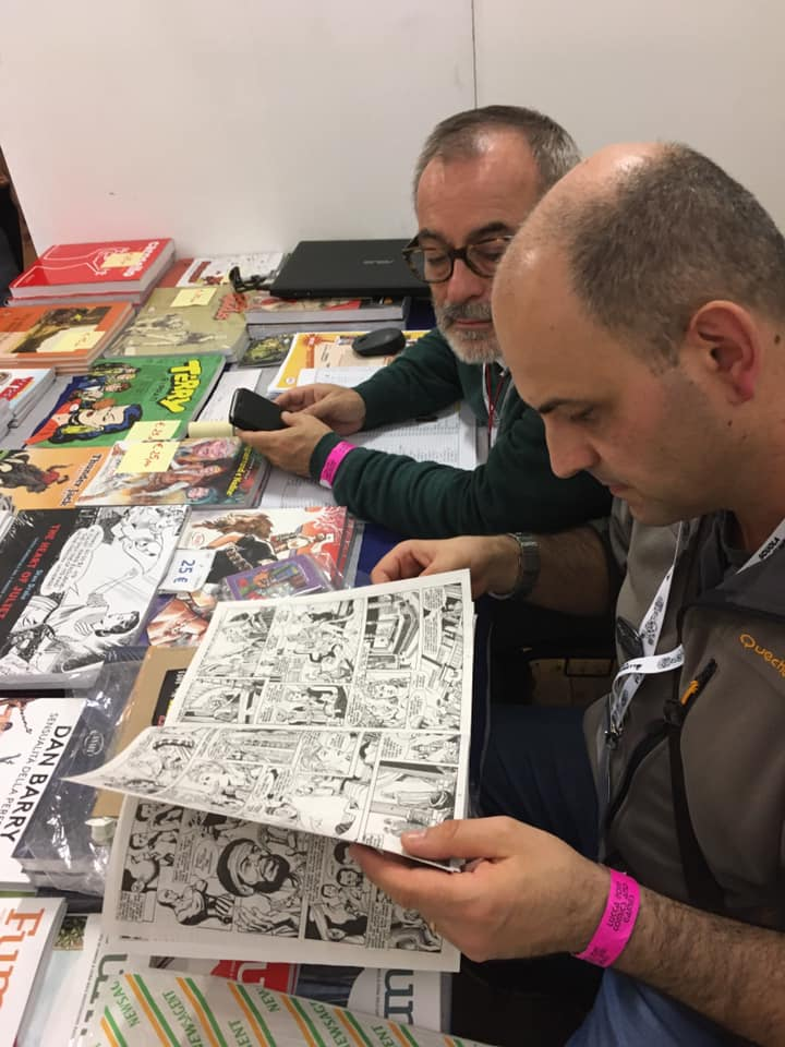 Massimo Looking through comics