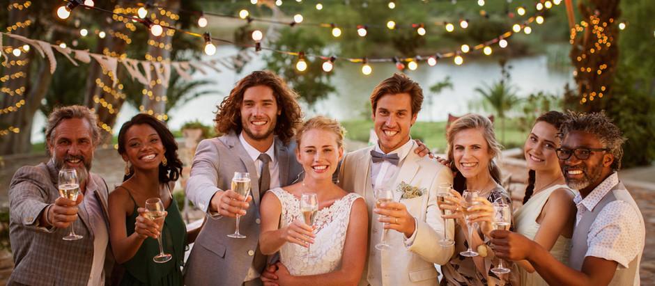 Glückliche Gäste: 5 Tipps, damit sich wirklich alle auf Eurer Hochzeit wohl fühlen