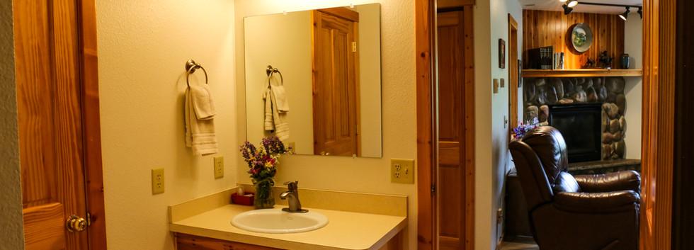 Middle room bathroom