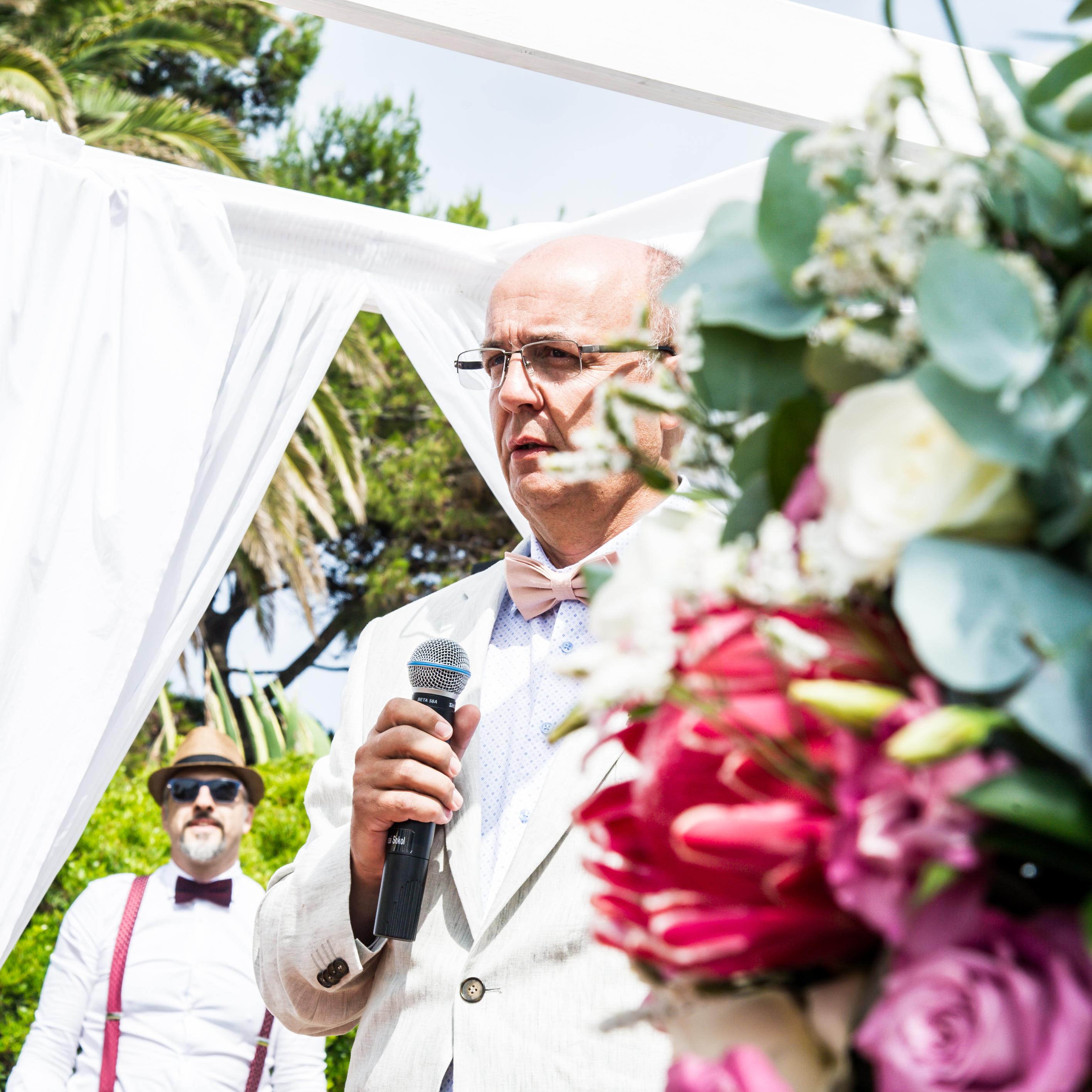 DD Wedding Portugal_Dieter singing-7
