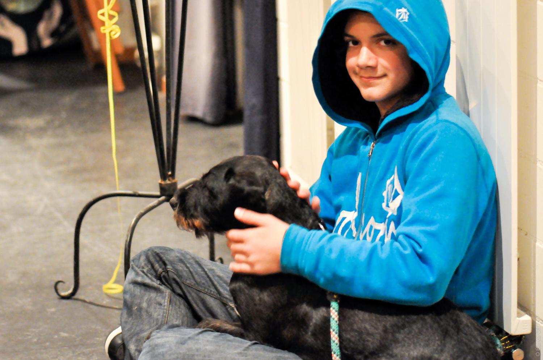Knabe mit Hund