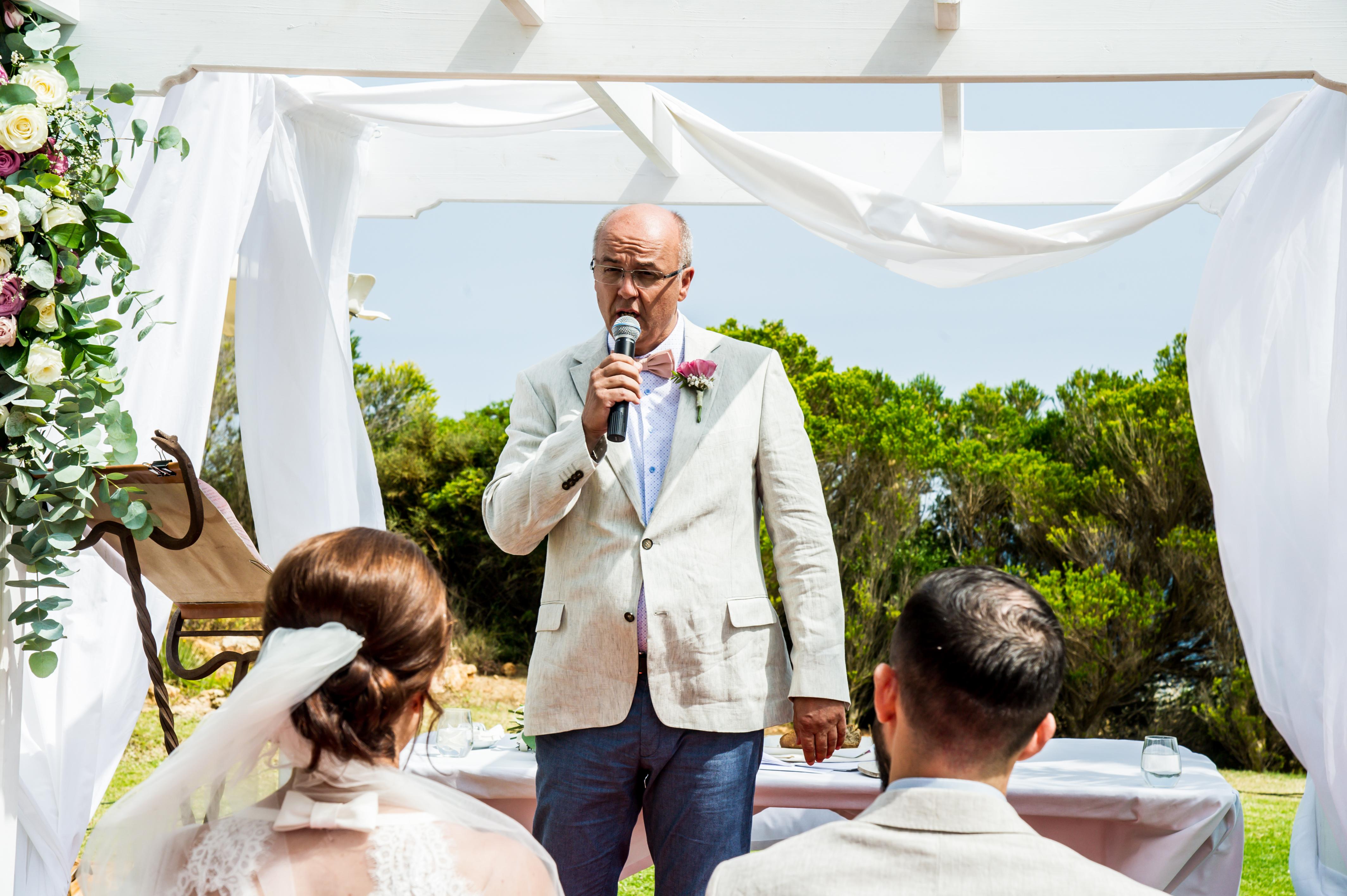 DD Wedding Portugal_Dieter singing-1