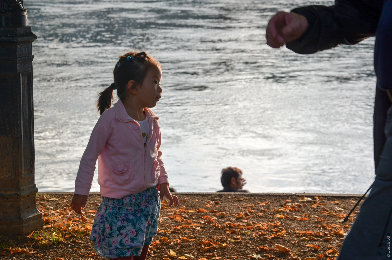 Mädchen am Rhein