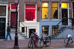 Urban_rote_gelbe_Fenster
