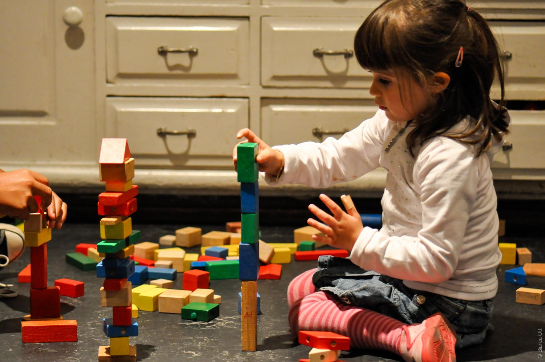 Spielendes Mädchen