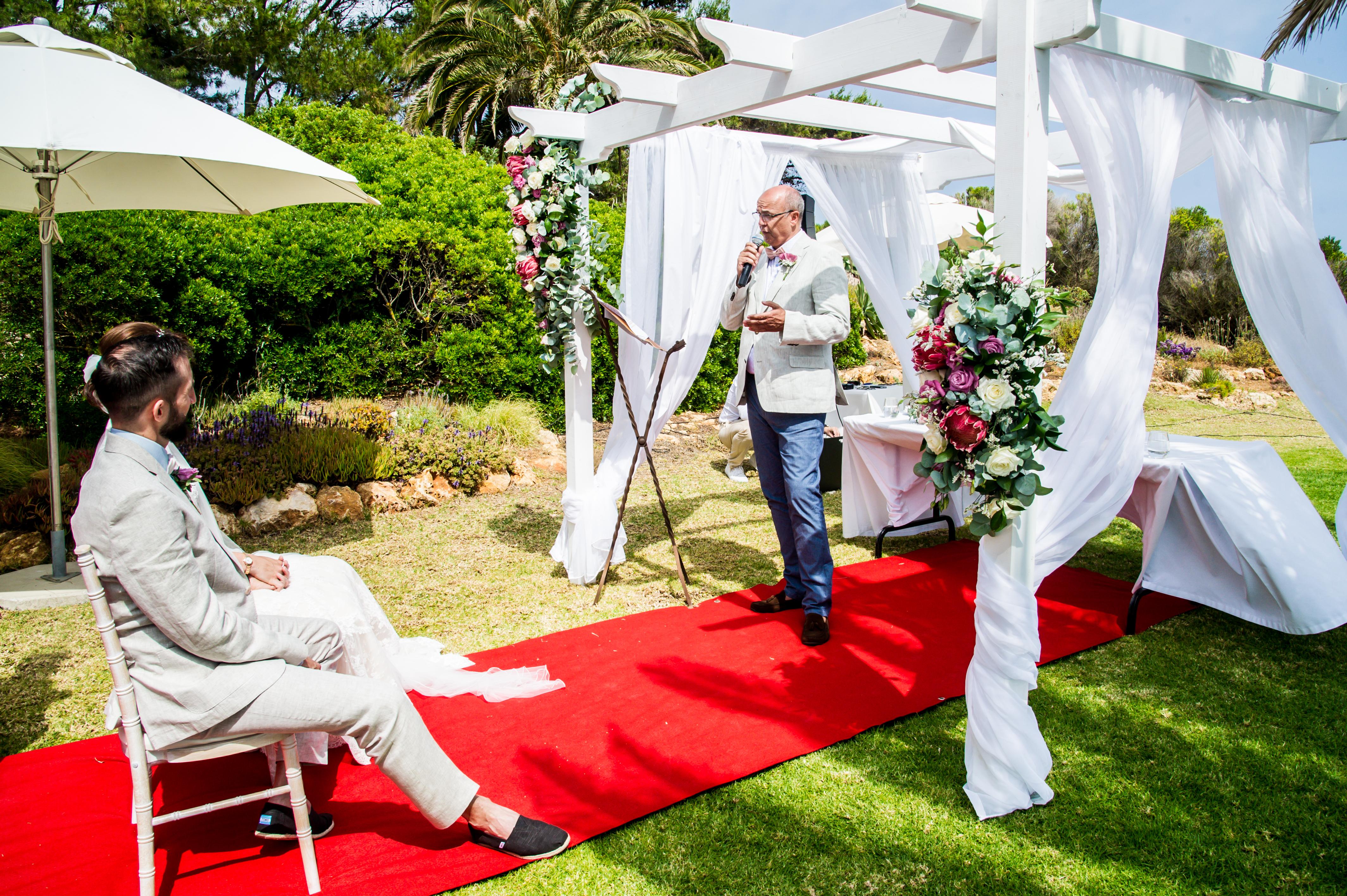 DD Wedding Portugal_Dieter singing-6