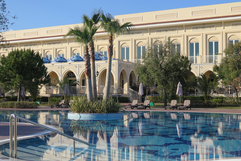 Hotel_Pool_2